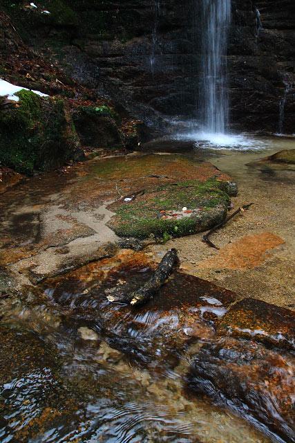 島根県 安来市の鷹入りの滝