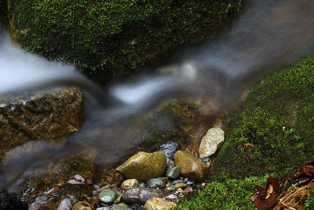 鳥取県東伯郡三朝町下古屋に在る「向滝(むこうたき)」