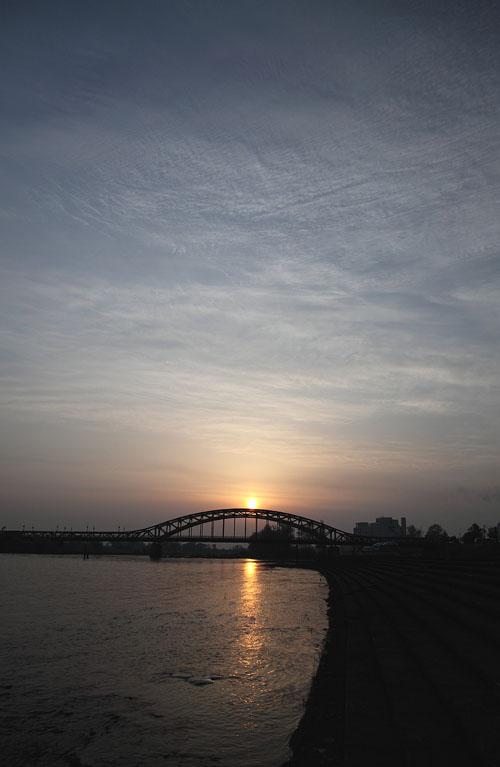 1005旭橋の朝日04