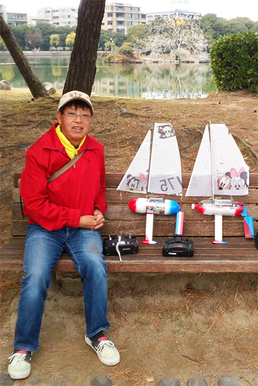 PET bottle Footy sailboats by Linden