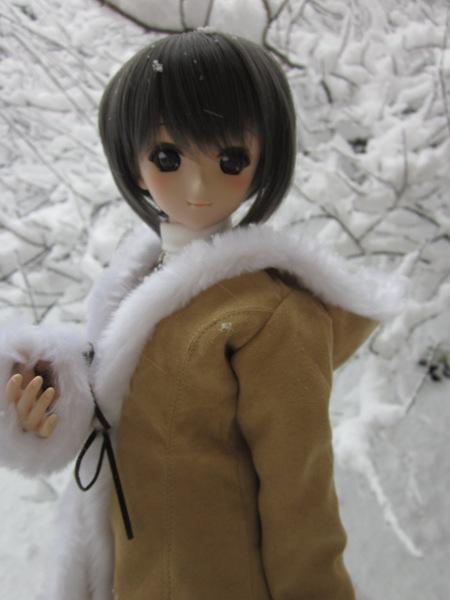 小さな隠れ里@雪と戯れるユキ