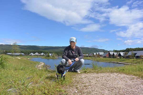 湖の前で記念撮影