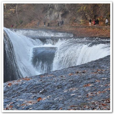 吹き割りの滝