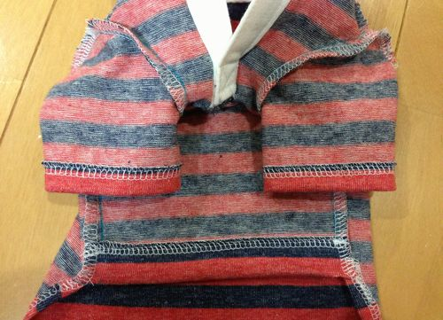 紺×赤ボーダーのラガーシャツ