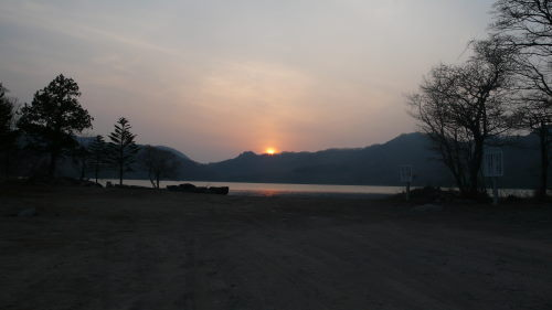 大沼湖に浮かぶ夕日1