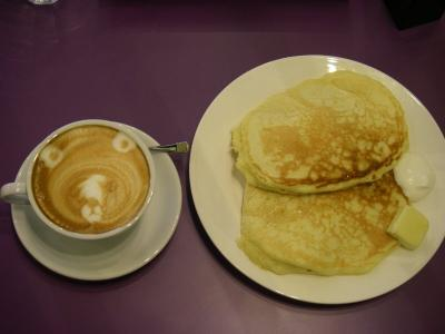 Cafe Sumire cappuccino and pancake
