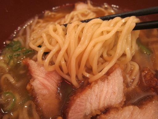 万世拉麺霞が関店(麺)