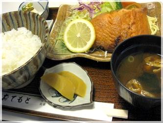 喫茶店で魚定食
