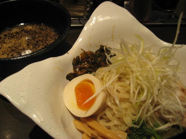 肥後黒つけ麺 焦がしニンニク油味並720円