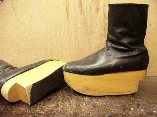 ロッキンホース ブーツの踵修理(Vivienne Westwood) , 古靴は