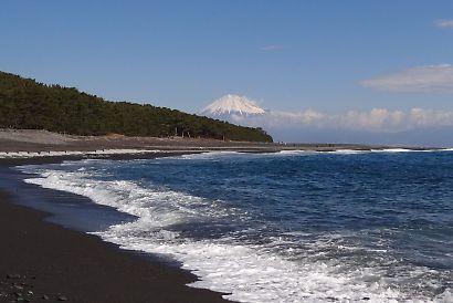 海辺の三保松原と富士山-2