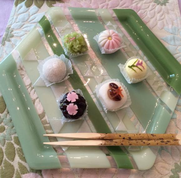 テーブルでの菓子器(斜)-1_convert_20140929231726