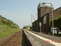 日高三石駅