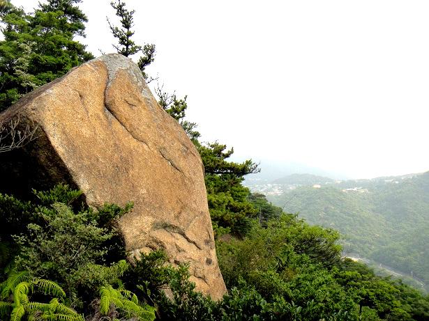 十三間四方岩