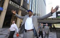 87899_Knicks_Stoudemire_Basketball.jpg