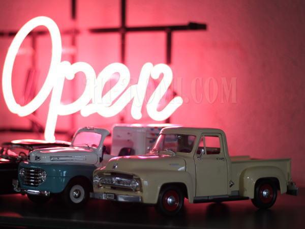 1953 Ford F1 Truck ダイキャスト 1/18 神戸 アンティーク照明 Hi-Romi.com(ハイロミドットコム)