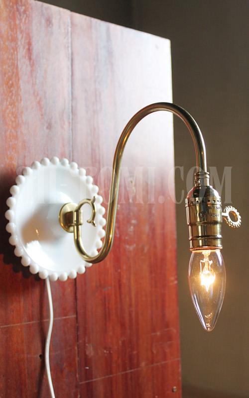 ミルクガラス製真鍮ソケット&アームのウォールランプ/ブラケットライトアンティーク壁掛け照明