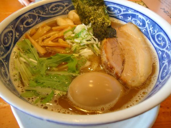 醤油らあ麺 ¥680