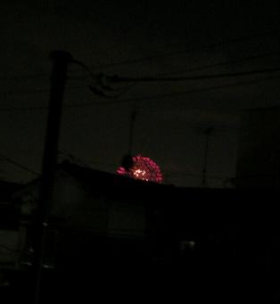 かすかに見える花火