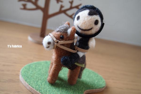 乗馬をする男の子 UP画像