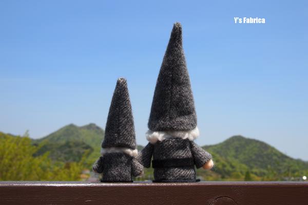 とんがり帽子のトムテ人形。