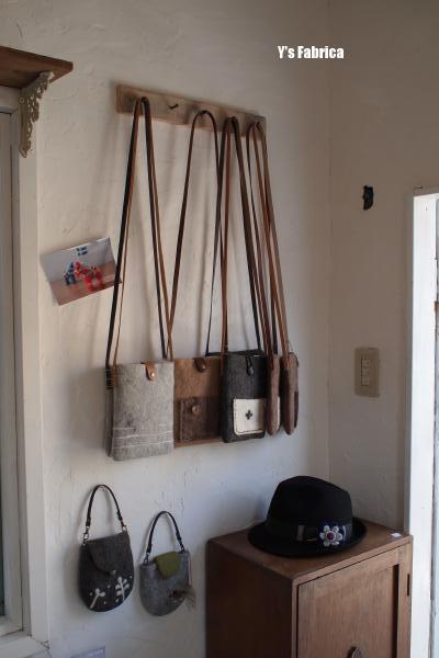 1day shop ④ 壁にはバッグを飾りました。