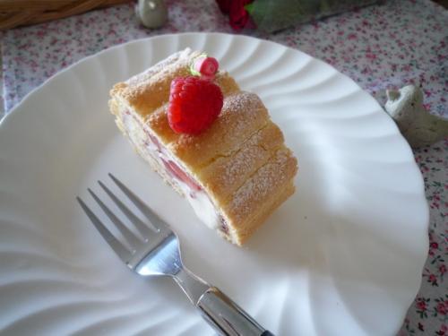 ラズベリーロールケーキd