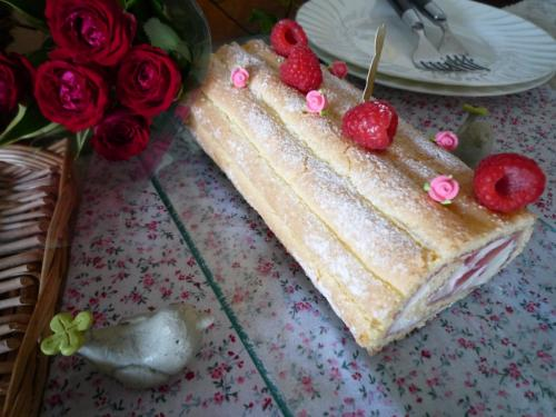 ラズベリーロールケーキb