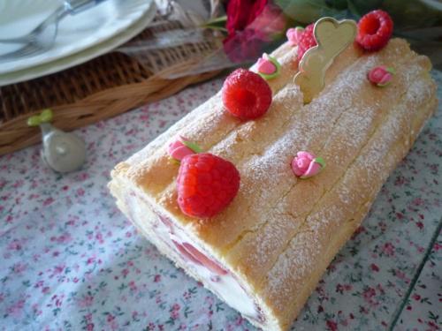 ラズベリーロールケーキa