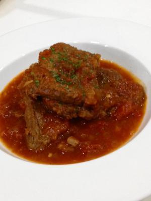牛すね肉のトマト煮込み