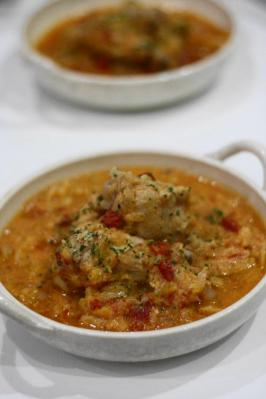 鶏手羽元とキャベツの豆乳トマト煮込み