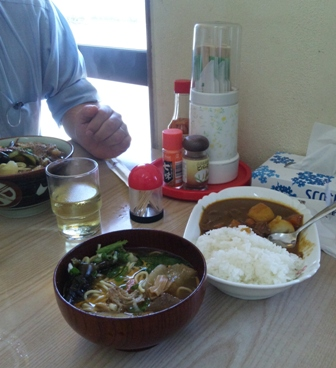 新垣食堂:牛そばミニ・ミニカレー