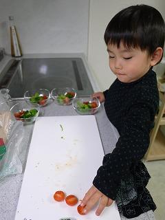 130110_トマト配膳