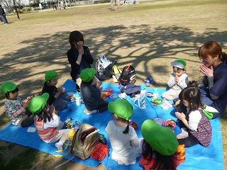 130312_保育園遠足芝公園お昼