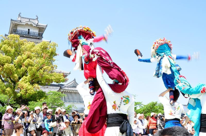 今治市 吹揚神社春季大祭 継ぎ獅子の奉納