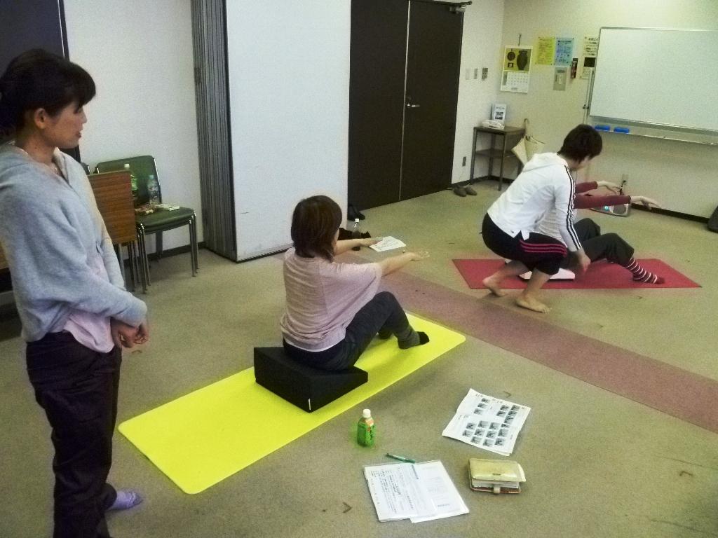 20110528Pilates with フレックスクッション本橋恵美先生2