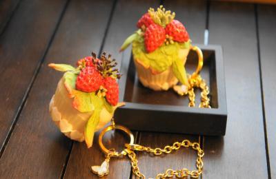 イチゴのカップケーキ バッグチャーム2