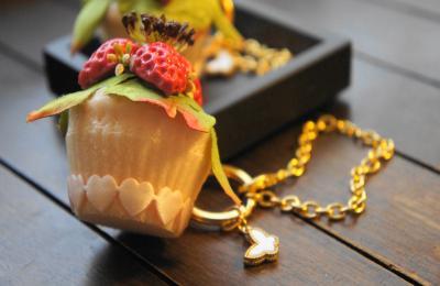 イチゴのカップケーキ バッグチャーム1