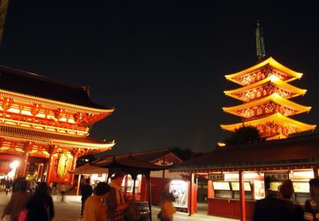 宝蔵門と五重塔