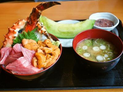 三色丼 (マグロ カニ うに)