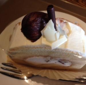 アドリアーノ栗のロールケーキ