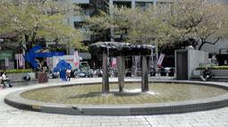 道順2、板橋駅東口の噴水
