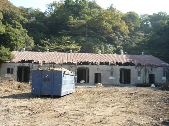 旧火工倉庫(破壊中)