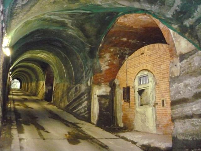 隧道内洞窟式弾薬庫(2)