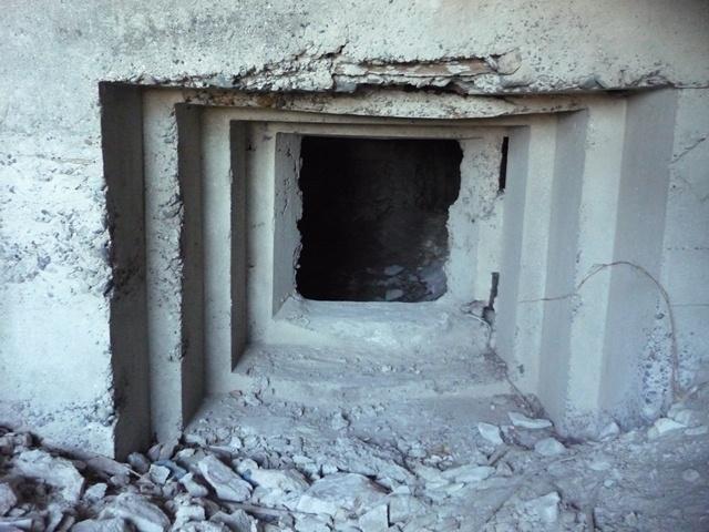 西浦賀(川間)洞窟陣地