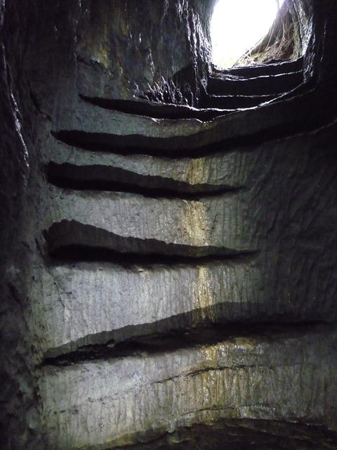空技支廠地下壕階段