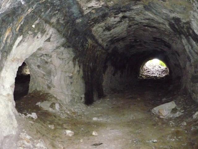 比与宇地下壕(南側)