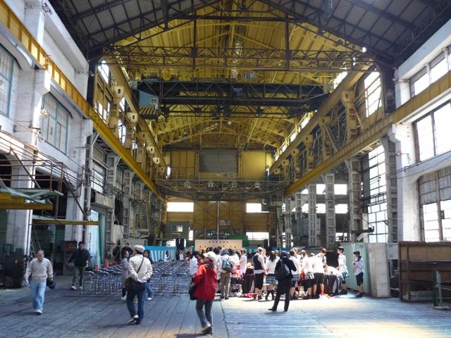 機関工場内