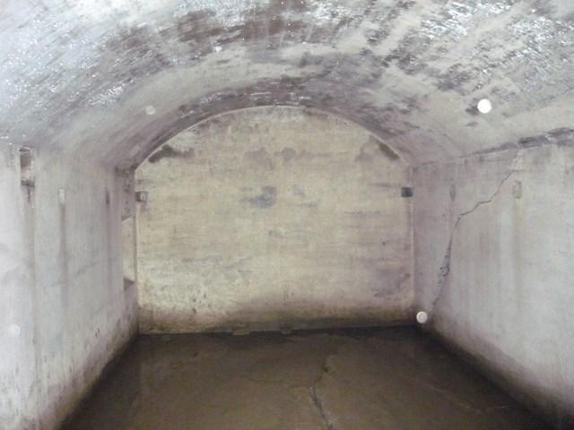 砲側庫内部