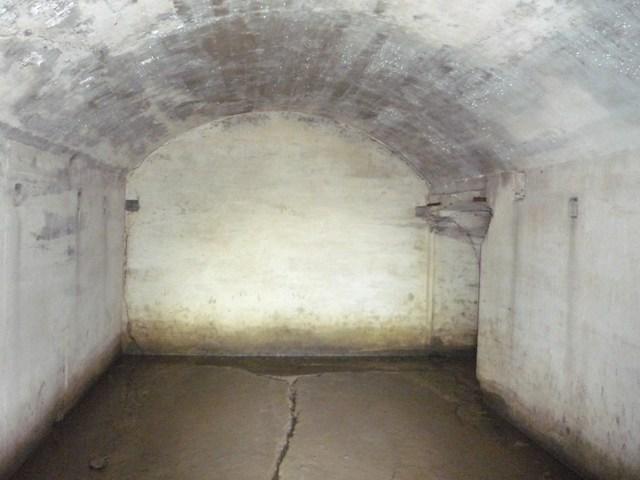 砲側庫内部(2)